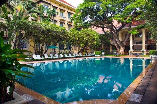 Raffles Hotel Le Royal: Outdoor Swimming Pool