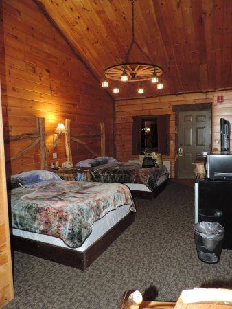 Jones Mills, PA: double beds