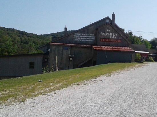 Wobbly Barn Steakhouse : Outside