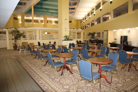 Bedford, Массачусетс: Breakfast Atrium