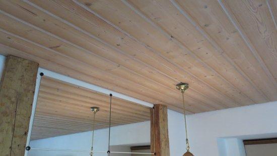 houten plafond - picture of gaestehaus bergstueberl, reit im winkl