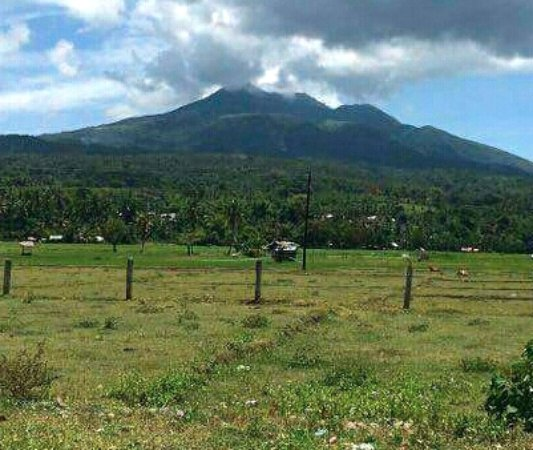 Marinduque Island, Filipiny: Mt Malindig (1,160 meters above sea level) seen from the nearest town, Buenavista