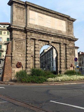 Milano arco di porta romana picture of arco di porta - Autoscuola porta romana milano ...