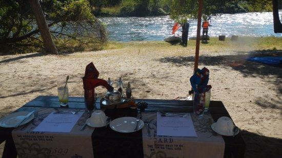 Royal Chundu Luxury Zambezi Lodges: Kayaking breakfast