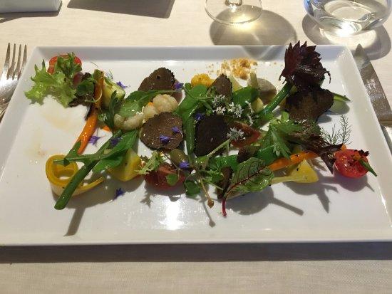 Sauveterre-de-Rouergue, Prancis: croquant de légumes à la truffe noire
