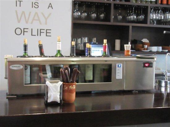 La Posta - Parrilla Argentina : Bar à vin