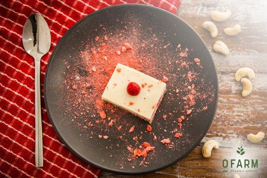 Brookvale, Australien: Raw Vegan White Chocolate Raspberry Cheese Cake