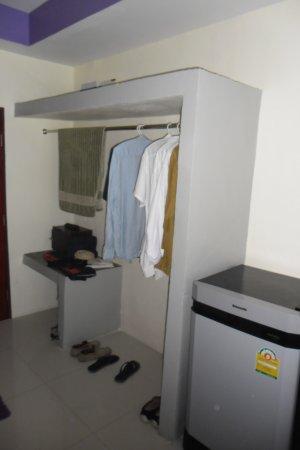 Nadapa Resort Koh Tao: Betonnen meubilair 1