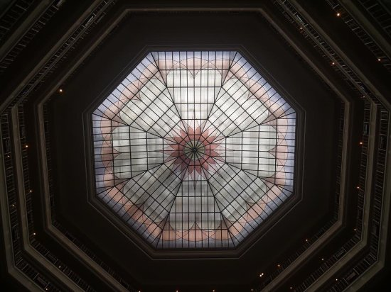 ‪‪The Westin Grand Berlin‬: Glass dome over staircase‬