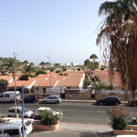 Living area picture of jardin del sol apartments playa for Bungalows jardin del sol playa del ingles