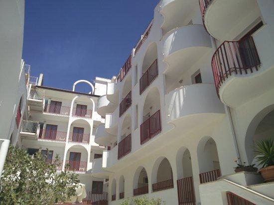 Hotel Albatros by daylight