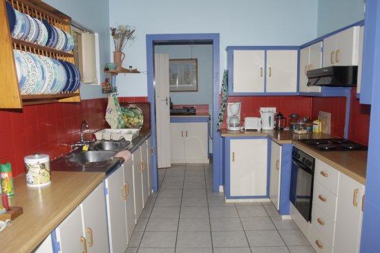 A1 Bay View: kitchen