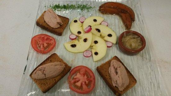 Lezignan-Corbieres, فرنسا: Très très belle assiette de foie gras maison et délicieuse