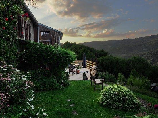 Massat, Francja: Terrasse donnant sur la vallée
