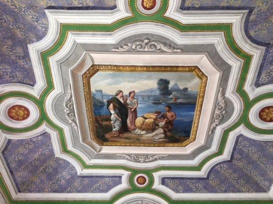 La Scogliera: The ceiling in the salon area
