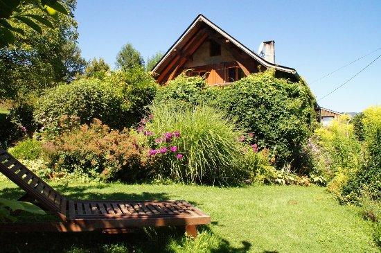Massat, Γαλλία: Jardin et maison