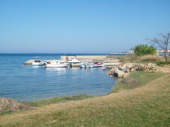 Povljana, Croacia: divoká pláž blízko apartmánu