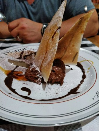 Hôtel des Remp'Arts : Un fabuleux dessert, mousse au chocolat et bricks caramélisées au beurre salé !