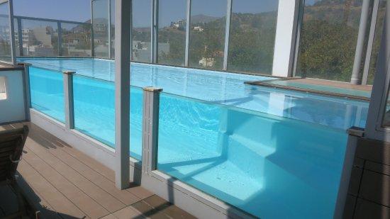 Anna Plakias Apartments: Piscine sur la terrasse de la maison avec vue sur les alentours