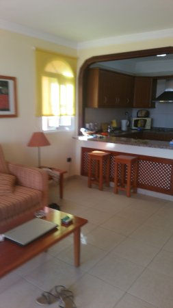 Callaomar : lounge and kitchen in our apartment . large and spacious