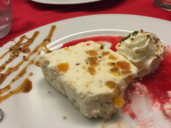 Lavelanet, ฝรั่งเศส: Ou bien nougat glacé aux abricots