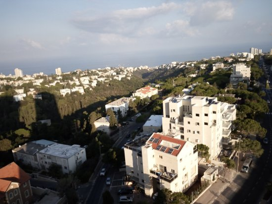 Dan Panorama Tel Aviv: Absolutely best possible view from the room - leaning out