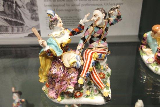 Gardiner Museum : Harlequin and Columbine