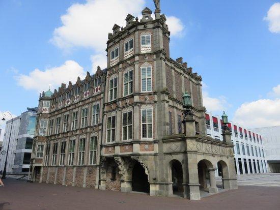 Het Duivelshuis of Maarten van Rossumhuis uit 1518