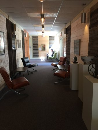 Neillsville, WI: Cool Artsy Space! Has everything, Food, Music, Bar Outside Patio, Art Gallery, Art Classes, Culi