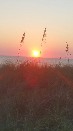 Sunrise Beach Resort: 20160907_185158_large.jpg