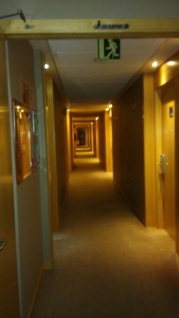 Holiday Inn Express Barcelona-Sant Cugat : 20160910_221507_large.jpg