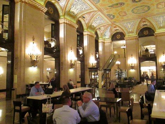 Hotel Di Lusso Interni : Bar vecchio stile allinterno di albergo di lusso a chicago