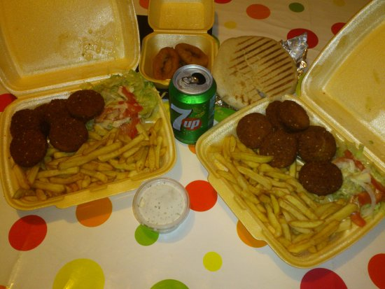 Assiettes falafels et oignons rings emporter photo de for Divan kebab carte