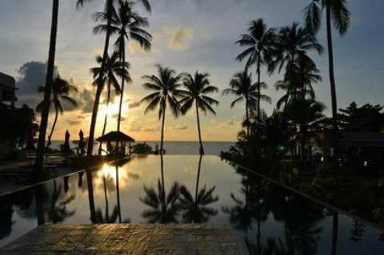 Weekender Resort & Hotel: evening pool view, amazing