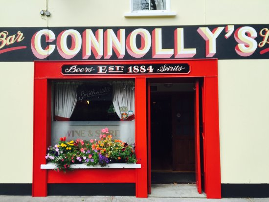 Castleblayney, Irlanda: Our bar entrance.