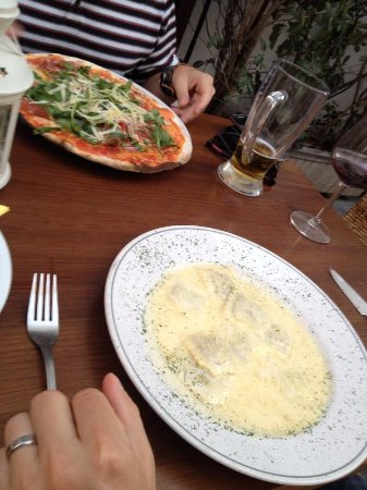 Mamma Ttina: Ravioli and pizza
