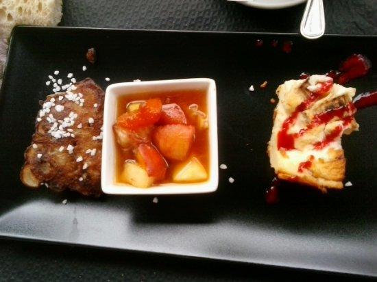 Maleville, France : café gourmand(salade de fruits,clafoutis rhubarbe et beignet)