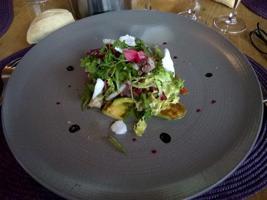 Cabris, ฝรั่งเศส: Salade de pulpe, Auberge de la Chèvre d'Or, Août 2016