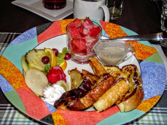 B&B 4 Saisons: This is one of the breakfasts.Every morning was different.
