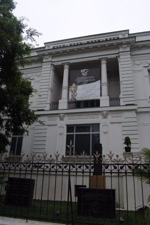 Zelnik Istvan Southeast Asian Gold Museum: Расположен музей в вилле неоклассического стиля 19 века.