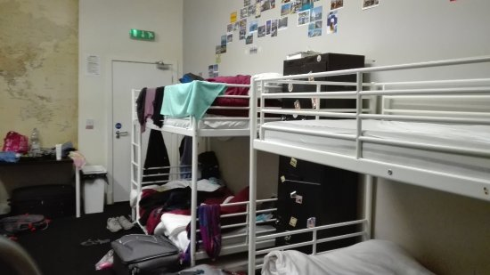 Malone's Old Town Hostel: bunk beds in the world themed room