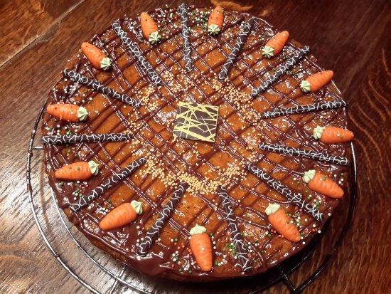Hautes-Pyrenees, Francia: Gâteaux aux carottes faits maison
