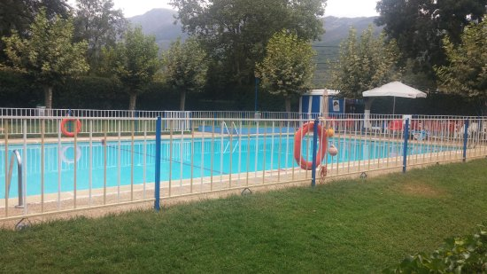 Camping Bungalows El Pinajarro: La piscina del camping