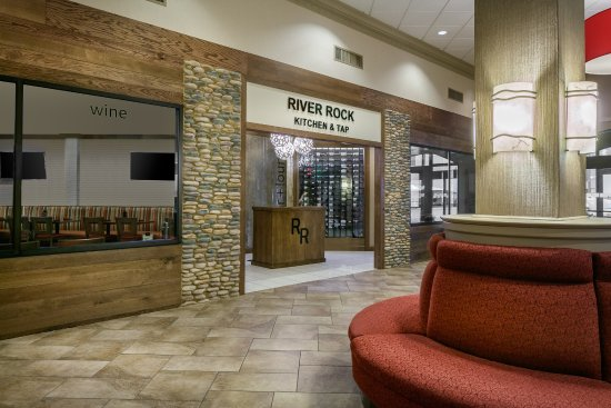 holiday inn dubuque 91 9 6 updated 2018 prices. Black Bedroom Furniture Sets. Home Design Ideas