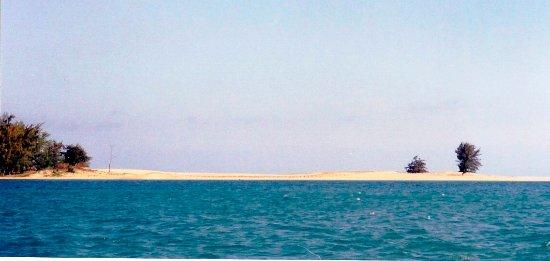 Zongoene Lodge: Foz do rio Limpopo com o areal da praia ao fundo