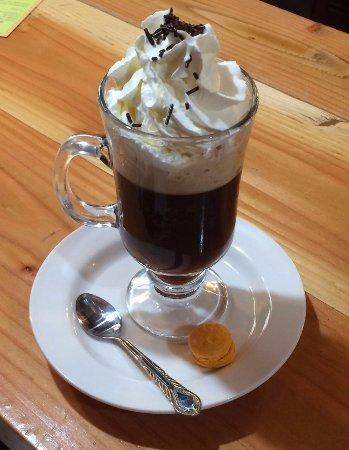 Raíces café: Café style liegeois avec son petit macaron
