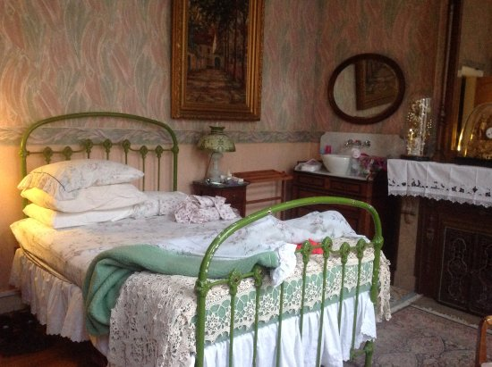 Marnix Bed & Breakfast: This bedroom has been refurbished recently and is even more beautiful now.
