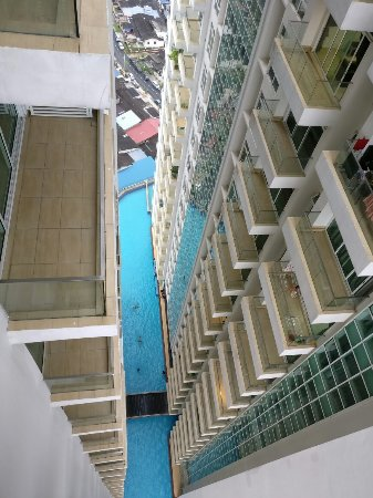 Johor Bahru District, Malaysia: View of the swimming pool from our apartment