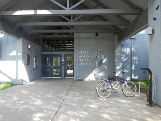 Kerry Wood Nature Centre: Front entrance