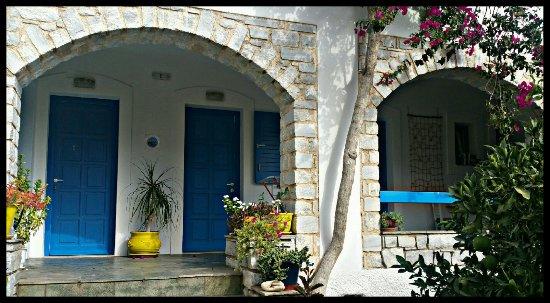 Moschoula Studios & Apartments